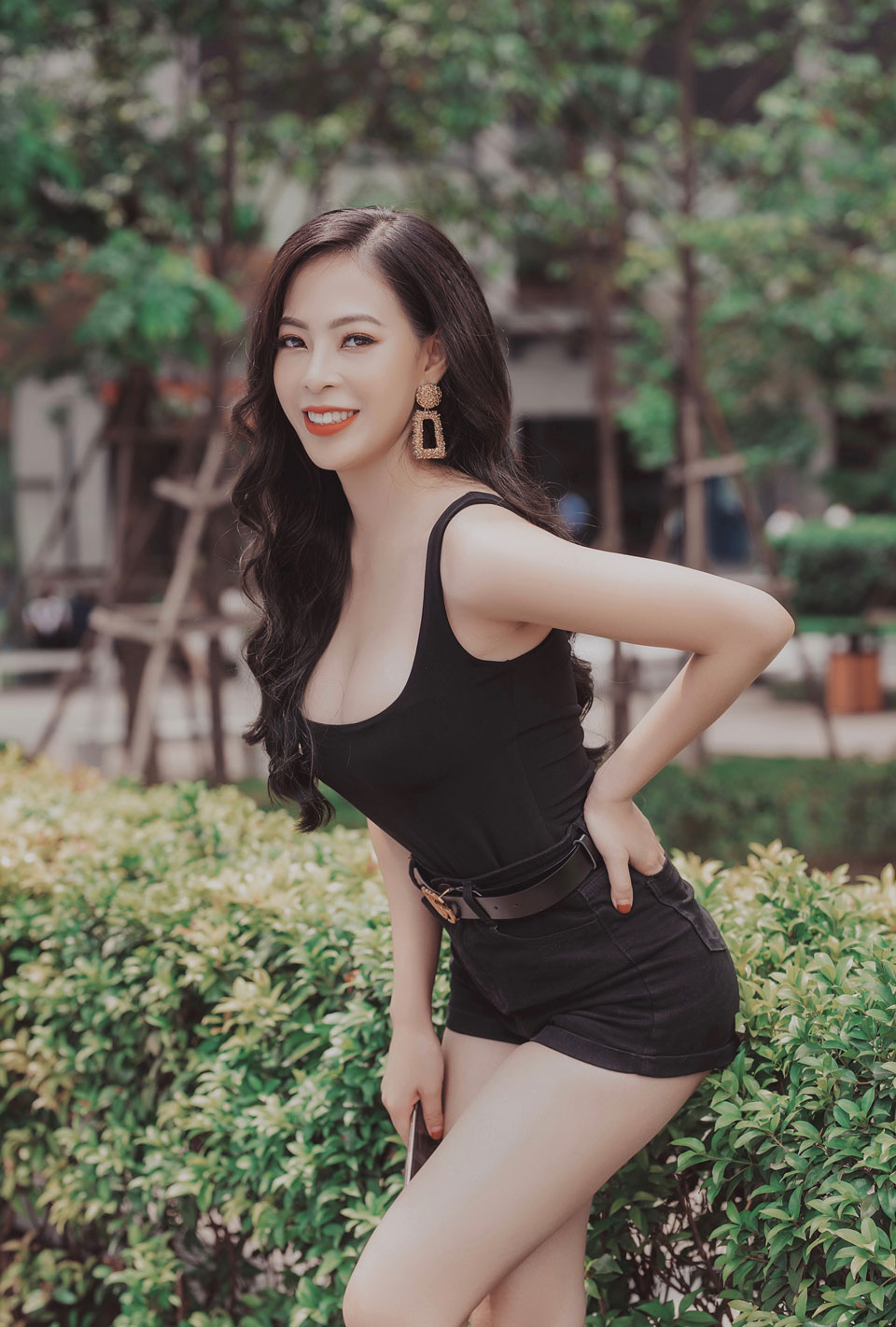 /UserFiles/miss/miss2019/DinhThuyDuongCenInvest/Dinh-Thuy-Duong-(6).jpg